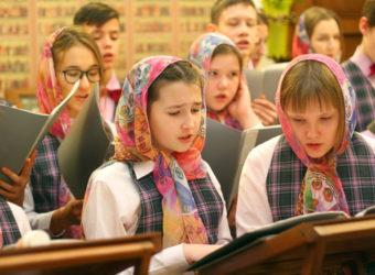 Богослужение в сопровождении детского хора
